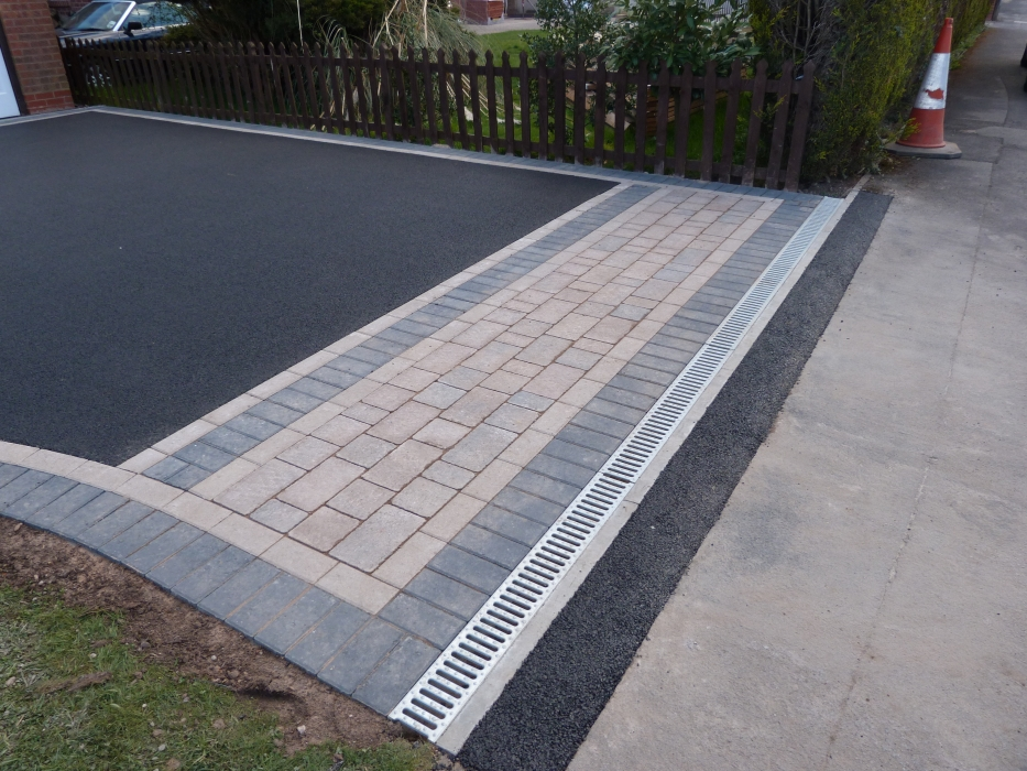 Driveway drainage aco drainage linear drive drainage for Outdoor ground drains